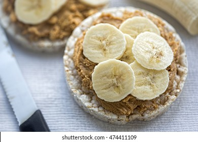 Rice cakes with peanut butter & sliced banana