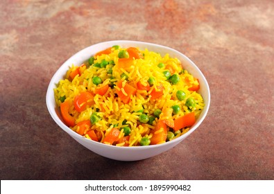 Rice with carrot, pepper and pea in a bowl