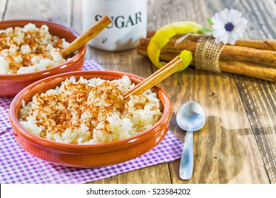 Rice with milk flavored with lemon and cinnamon
