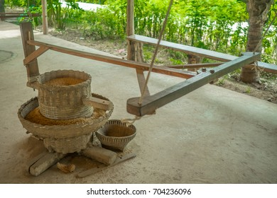 Rice Milling traditional hand crank