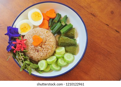 Rice Mixed with Shrimp paste,egg,vegetable.Thai food.