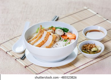 Rice Noodle with fishball and  sauce