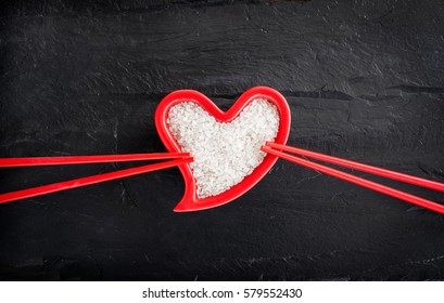 The rice in the plate in heart shape