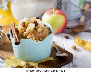 Rice porridge with apple and maple syrup