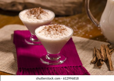 Rice pudding in glass cups.(arroz con leche)