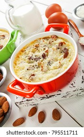 Rice pudding with raisins and almonds