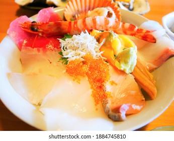 様々な魚介類(魚介類の丼)のご飯