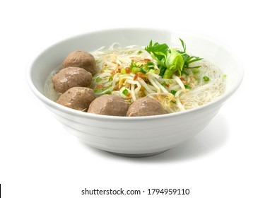 Rice Vermicelli Noodles with Beef Balls in clear Soup ontop spring onion,crispy galic and vegetables. Asian Bowl Noodles Thai style cooking sideview
