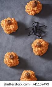 Rice-krispis and marsmallow Halloween trats