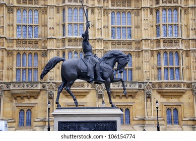 Richard Coeur de Lion, Richard Lionheart, King of England - Statue in front of Westminster Palace (Parliament) - London, UK