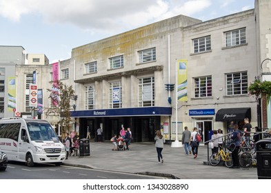 RICHMOND-UPON-THAMES, UK - SEPTEMBER 20, 2015: Pedestrians and traffic outside the busy railway station at Richmond-Upon-Thames in West London on a sunny Saturday afternoon.