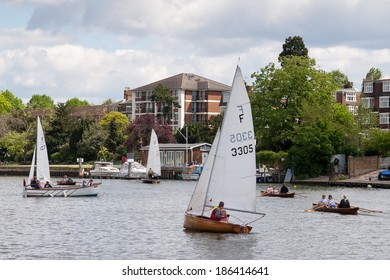 RICMOND, SURREY/UK - MAY 8 : Rowing and sailing on the River Thames between Hampton Court and Richmond on May 8, 2005. Unidentified people