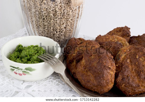 Ricotta buns with bear's garlic pesto with psyllium, cheese and sunflower seeds