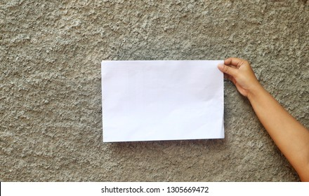 Right hand with a blank white papper
