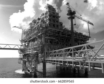 Rigs offshore Oil refinery asia 2017