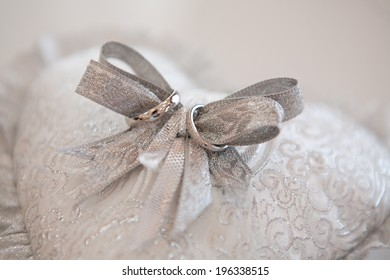 rings on the silver bow