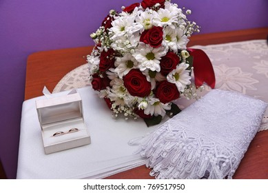 The rings on wedding bouquet