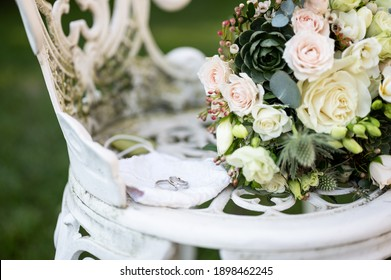 Rings and wedding decoration bouquet