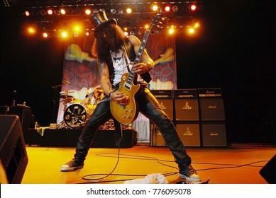 Rio de Janeiro, April 6, 2011. Guitarist Slash, during his show of his solo turn, at Fundição Progresso in the city of Rio de Janeiro, Brazil