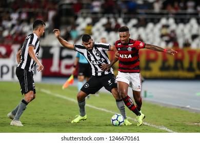 Rio de Janeiro, Brasil, 11 10 2018 - Vitinho (Flamengo team - right) during a Brazilian Championship Soccer match. Botafogo team versus Flamengo team.