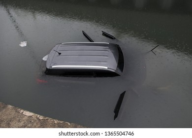 Rio de Janeiro, Brazil, April 9, 2019. Car is submerged in the track of the loon on Armando Lombardi Avenue in Barra da Tijuca, after a storm in the city of Rio de Janeiro.