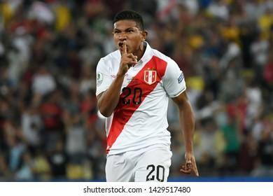 Rio de Janeiro, Brazil, June 18, 2019. Soccer player Flores Peralta of the soccer team Peru celebrates its goldurante the match Bolívia x Peru by Copa America 2019 in the stadium of the Maracanã.