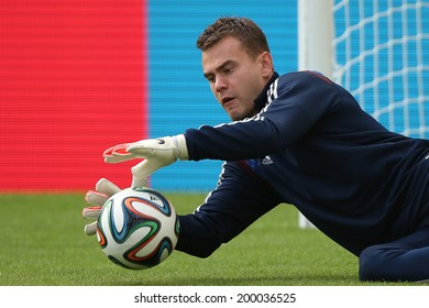 RIO DE JANEIRO, BRAZIL - JUNE 21, 2014: Igor Akinfeev of Russia is seen during a training session at the Maracana Stadium. NO USE IN BRAZIL.