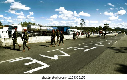 Rio de Janeiro, Brazil  May 29th,2018. Brazilian army soldiers patrols a road where  truck drivers remain on strike to reduce the diesel price.