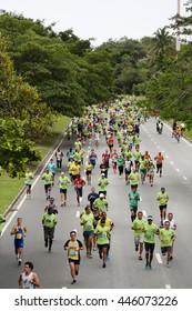 RIO DE JANEIRO, BRAZIL - OCTOBER 25, 2015: Competitors during the PAO DE ACUCAR RELAY MARATHON RIO DE JANEIRO