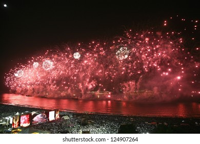 RIO DE JANEIRO - DECEMBER 31, 2012 :  Spectacular fireworks display at Copacabana beach new years eve december 31, 2012