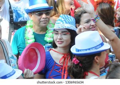 Rio de Janeiro, February 14, 2016. The Revelers play during the Monobloco parade, during the street carnival of the city of Rio de Janeiro, Brazil - Imagem
