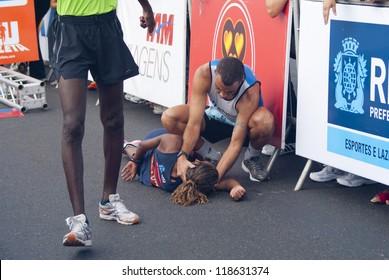 RIO DE JANEIRO - NOV 11: unidentified athlete faints after crossing the arrival line at event Corrida Eu Atleta 10K Rio at November 11, 2012 Rio de Janeiro, Brazil