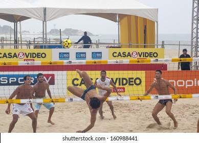 RIO DE JANEIRO - OCT 25: futevolei players training at the event I BRASILEIRO DE FUTEVOLEI 4x4 in Rio de Janeiro. October 25, 2013 in Rio de Janeiro, Brazil