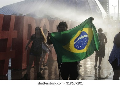 Rio de Janeiro, September, 20th,2015- Rock in Rio fan enjoy a water fall to refresh. Photo Antonio Scorza