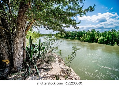 rio grander dividing border between usa and mexico