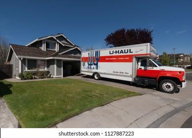 U Haul Moving Truck >> U Haul Trucks Images Stock Photos Vectors Shutterstock