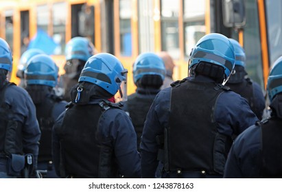 riot deployment of the Italian police during a major demonstration