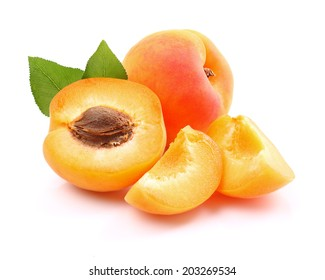 Ripe apricots with slices