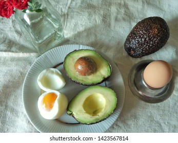 Ripe avocados as a high-calorie  source of vitamins, L - carnitine and monounsaturated fats and boiled eggs for breakfast
