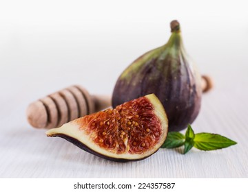 ripe figs with a wooden spoon close-up