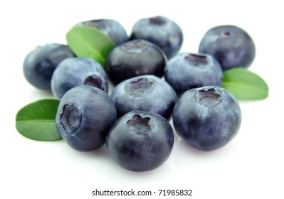 Ripe fresh blueberry with leaves closeup
