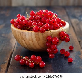 Ripe red currant berries in a bowl cloe up