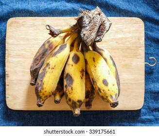 ripe and rotten Cavendish bananas