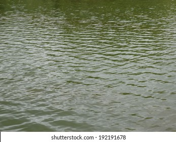 ripple on water at day