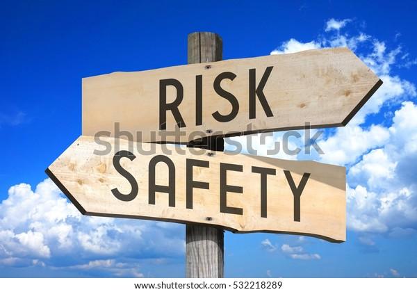 Risiko, Sicherheit - Holzschild