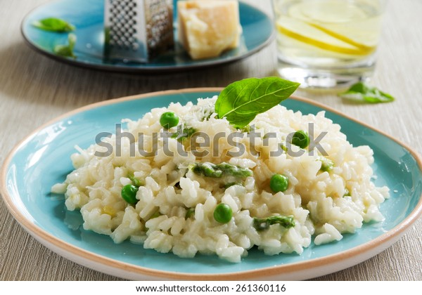 Risotto with asparagus and green peas.