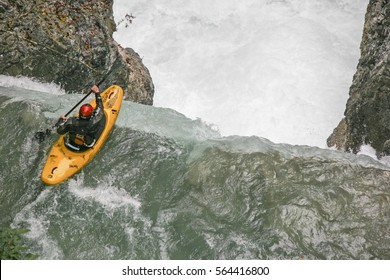 in Rissbachklamm in Karwendel (Upper Bavaria). The Rissbach was used for the first time in the late 1970s and is still regarded as one of the most difficult whitewater stretches in the Alpine area
