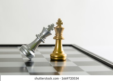Rivalry chess knight fighting : Game of chess, selective focus.