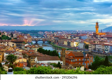River Arno with bridge Ponte Vecchio and Palazzo Vecchio at sunset from Piazzale Michelangelo in Florence, Tuscany, Italy