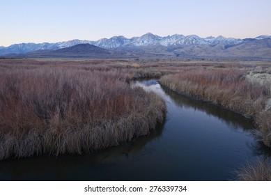 river bend with mountain peaks of sierra nevada mountain range near big pine california